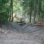 Forstliches Projekt Moos - Arbeiten mit dem Menzi Muck am Seil
