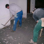 Behebung Unwetterschäden Ryser Beckenried - Herausreissen von Unterlagsböden