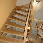 Holztreppe von der Seite
