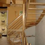 Holztreppe von unten