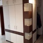 Wohnzimmerschrank mit Eckscheibe