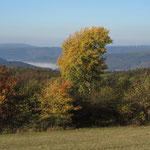 Weitsicht auf der Höhe - Dunst im Tal