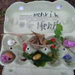 Henrik sammelt Früchte jeder Art
