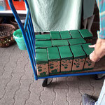In Kartons geht der Saft in den Verkauf!