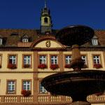 Alter Königsbrunnen und Rathaus - Foto P. Welker