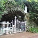 Grotte vouée au culte de Notre-Dame.