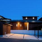 ★透明な軒屋根の家