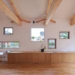 複数の窓をもつ/四季の移ろいを借景で楽しむ家