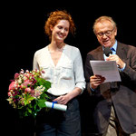 Die neue Förderpreisträgerin Julia Riedler mit Peter Haslacher