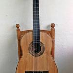 Guitarra del famoso constructor Telesforo Julve y que está fechada entre 1945-1957