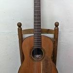 Guitarra construida por el famoso constructor valenciano Telesforo Julve durante el período de 1934-1944.