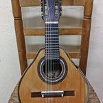 Bandurria de Armengol, Llorens y Julve construida entre 1909-1914. Este centenario instrumento pertenece a la primera época del taller del valenciano Telesforo Julve y está en perfectas condiciones para su uso.