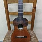 Timple de José Tatay Cuenca construido en el año 2000. El instrumento más nuevo que tenemos en nuestra cuadrilla y otro instrumento de la familia de la guitarra.