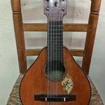 Bandurria construida por el guitarrero murciano Ángel Ordax Sánchez a principios del siglo XX, heredero del famoso constructor Alcañiz.