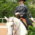 Siegerin der Disziplinen Novice Amateur Western Pleasure und Horsemanship Sarah Levy auf Speccial Spotted Skip