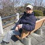 塚山公園手前の富士見台のベンチで・・・S31卒の大先輩お疲れ様です