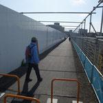 戸塚駅北部に建設中の大規模開発の中を通す道