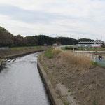 橋を渡って横浜市に