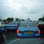 空港へ向かう高速の渋滞