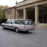 Leichenwagen Cadillag am Hauptfriedhof Würzburg