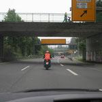 Fahren auf der Mitte des Fahrstreifens einer Kraftfahrstraße. Richtig?
