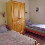 Zweites Schlaftzimmer mit zwei Einzelbetten