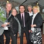 Schlagerstar Gerd Christian gratuliert bei der Eröffnung