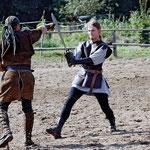 In der Pause zeigen uns Svante und Jan ein Duell mit Schwertern