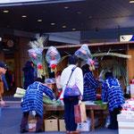 南口駅前 恒例の松飾り売り場