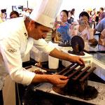Construction d'une réplique du pavillion chinois en chocolat.