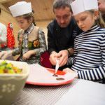 Confection de mendiants avec les enfants.