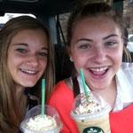Sarah und ich nach Starbucks (Caramel Frappucino)