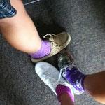 Katie, Mary und ich mit unseren Senior Socks