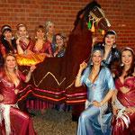 Carmen Habibia mit Djamila und des RaksSharkis2012 bei der World of Orient 2013