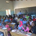 Die Klassen (hier eine 6te Klasse) haben oft um die siebzig Kinder!