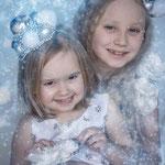 Eisprinzessing, Eiskönigin, Elsa, Fantasyshooting, inszenierte Fotografie, Kinderfoto, verkleiden, Fasching, Kostüm, Fantasy, Märchen, Schwestern, Geschwister