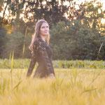 Portrait, Outdoor, Natur, Draußen, Foto, Frau, Frauenportrait, professionelle Fotografie, Bewerbungsfoto, Kornfeld, Abendsonne
