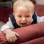 babyfoto, baby-foto-shooting, krabbeln, meilensteine, meilensteinshooting, erstes-jahr, baby, familienfotograf, homeshooting, fotograf-freising