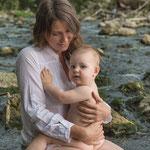 Freising, Familie, Mama und Baby, Bach, Fluss, Wasser, Babyfoto, Fotograf, Kinderfotograf, Babyfotograf, Outdoor, Draußen