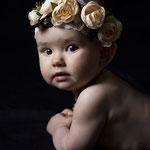 babyfoto, baby-foto-shooting, badewanne, lowkey, schwarzer-hintergrund, meilensteinshooting, erstes-jahr, baby, familienfotograf, fotograf-freising