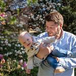 familie, fotoshooting, familienshooting, draußen, familienfoto, baby, hund, freising, fotograf, familienfotograf, outdoor