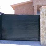 puerta corredera acanalada verde ral 6009