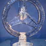 Mercedes - Logo ; gesägt, geschnitzt