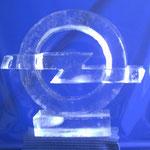 Opel -Logo ; gesägt, geschnitzt