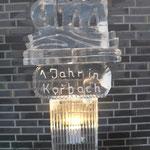 dm - Logo Gesägt, geschnitzt, gefräst