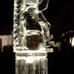 Eisskulptur : Engel auf Säule