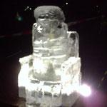 Eisskulptur : Weihnachtsmann im Sessel