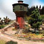 Der alte Wasserturm mit dem Lager für die Abteilung Signaltechnik.