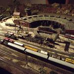 Blick über den Rangierbahnhof zum Bahnbetriebswerk.