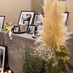 ディスプレイテーブルにオシャレにドライフラワーを飾り付け 花ひろ 鯖江 パンパスグラス